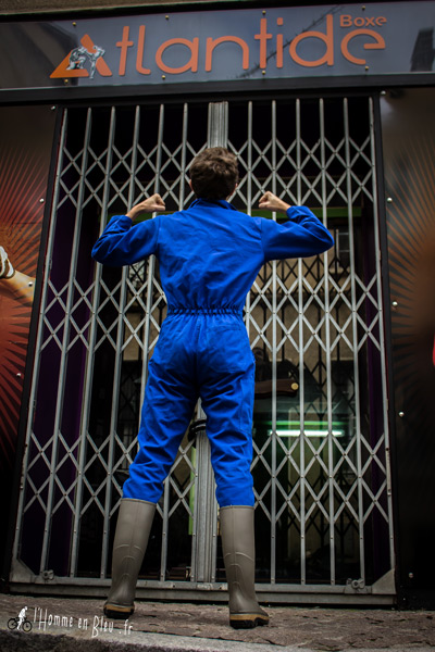 devanture-atlantide-homme-bleu-boxe