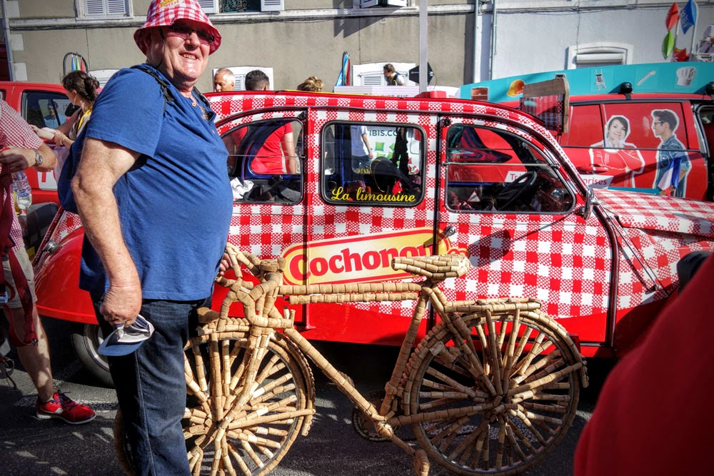 2cv-limousine-cochonou-caravane-tour-france