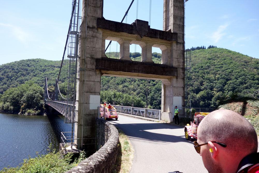 traversee-pont-2cv-caravane-tour