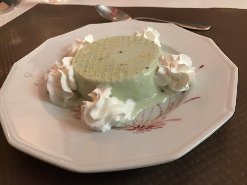Le kulfi pistache est une glace maison aromatisée à la pistache