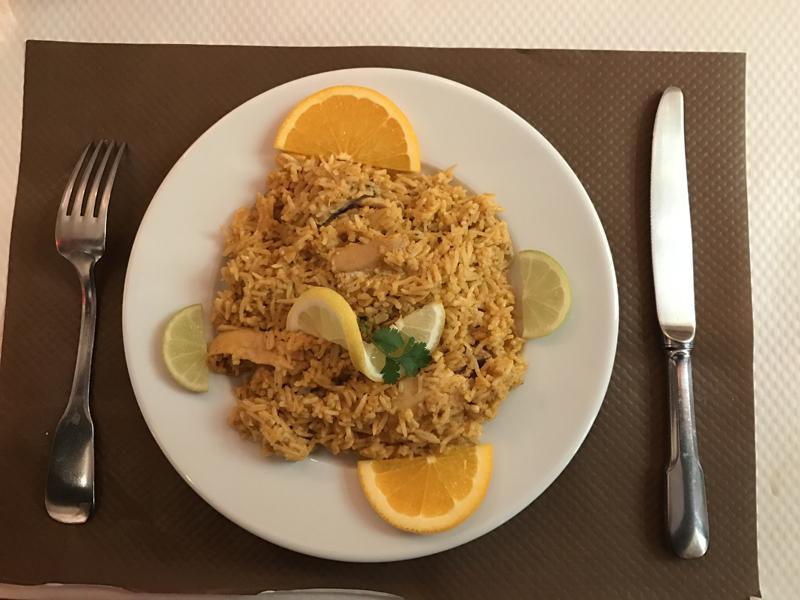 Le poulet au curry servi avec son riz basmati
