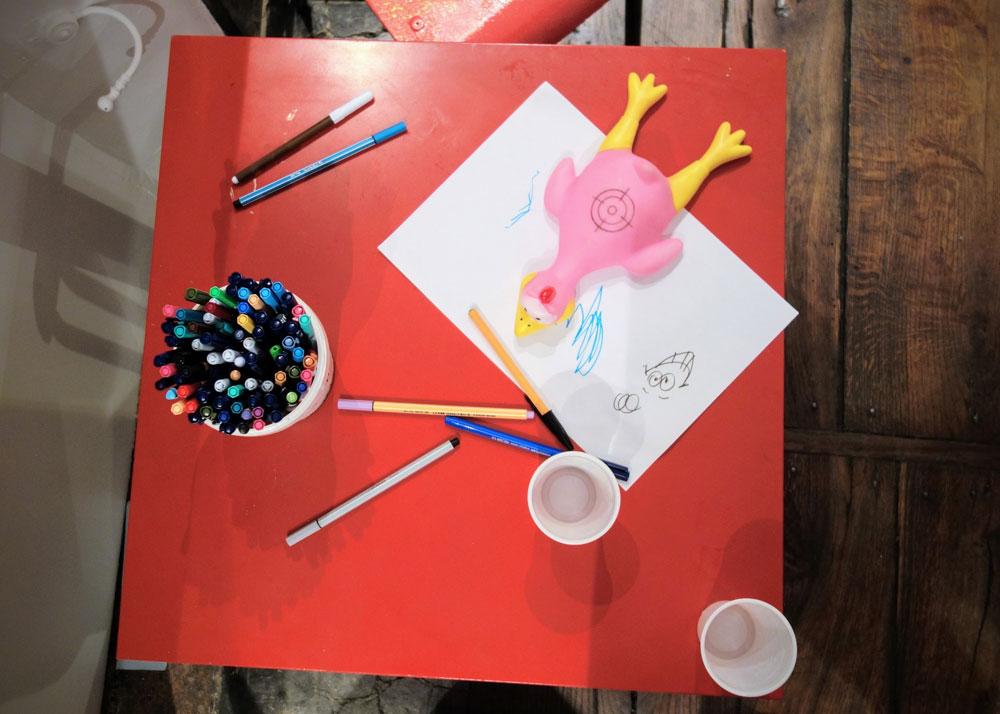 table-dessin-enfant-exposition