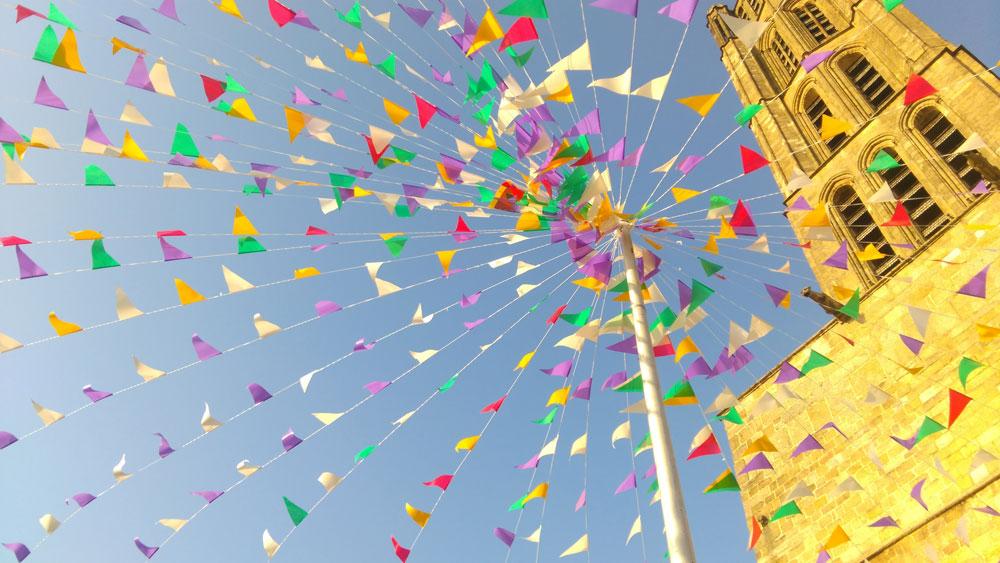 cathedrale-limoges-fanions-couleurs