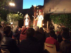 Les 22 et 23 juillet derniers, la Troupe du Théâtre des Loges a délaissé la grange pour s'installer dans le jardin des époux Deconchat en jouant les Précieuses Ridicules de Molière.