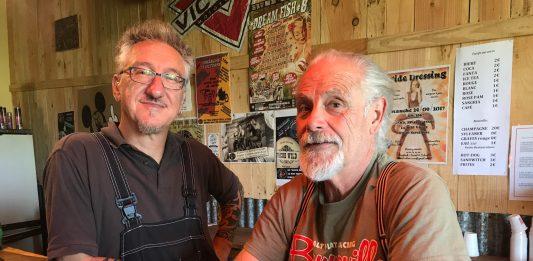 Franck Poilievre - à gauche - préside l'association The Buddies Crew qui tient le Rock Spirit Garage à Séreilhac. Il est ici en compagnie de François Bernini - à droite -, membre de l'association et musicien lui-même.