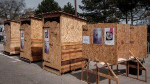 La Niche fabrique, transporte et installe ses toilettes sèches à l'occasion d'évènements publics ou privés.