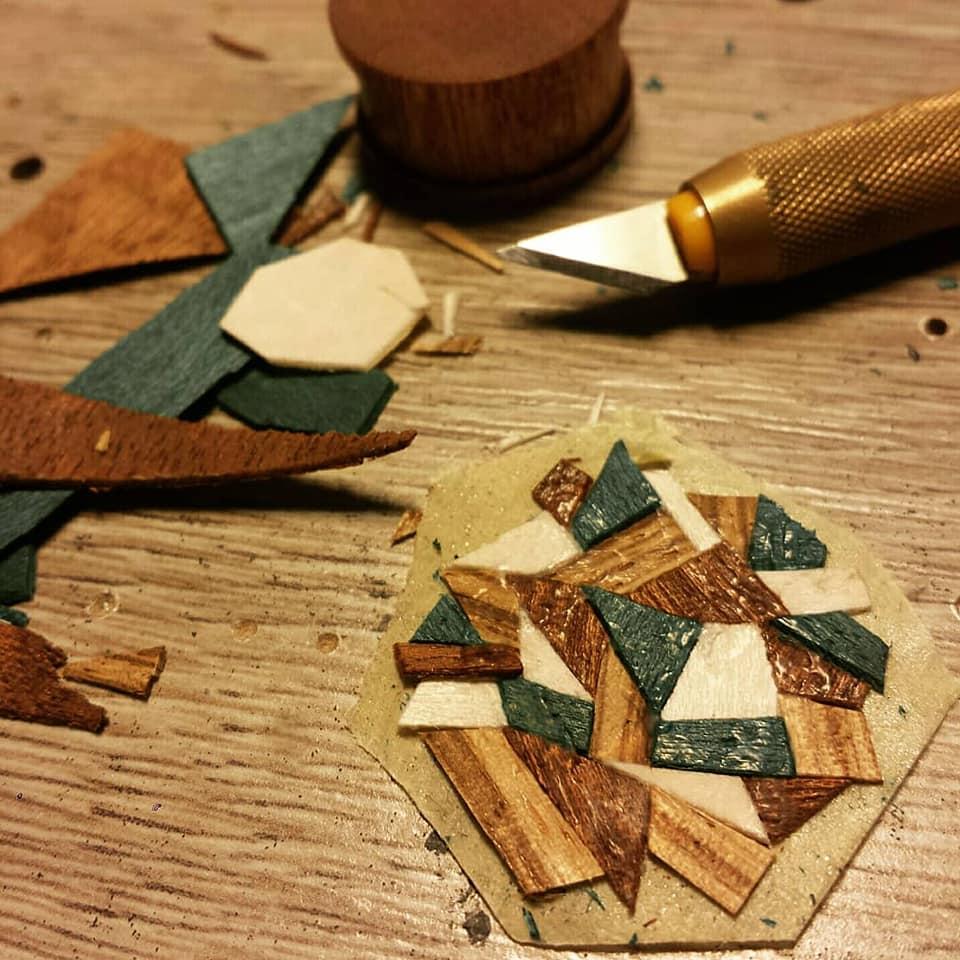 Découpage des feuilles de bois