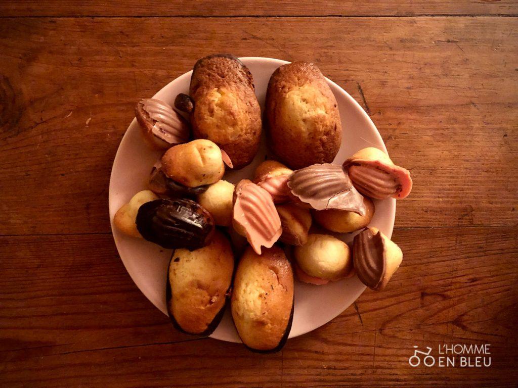 Assiettes pleine de madeleines