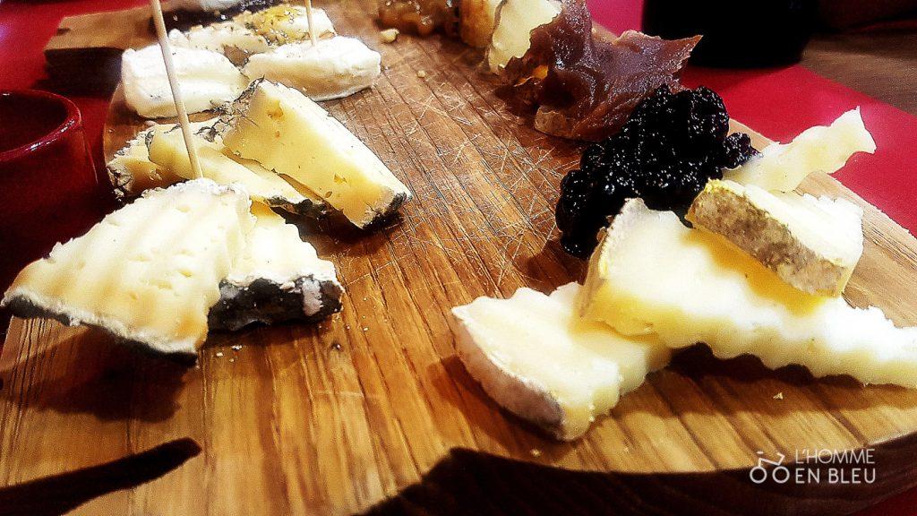 Caseus-restaurant-planche-limousine-fromages-condiment