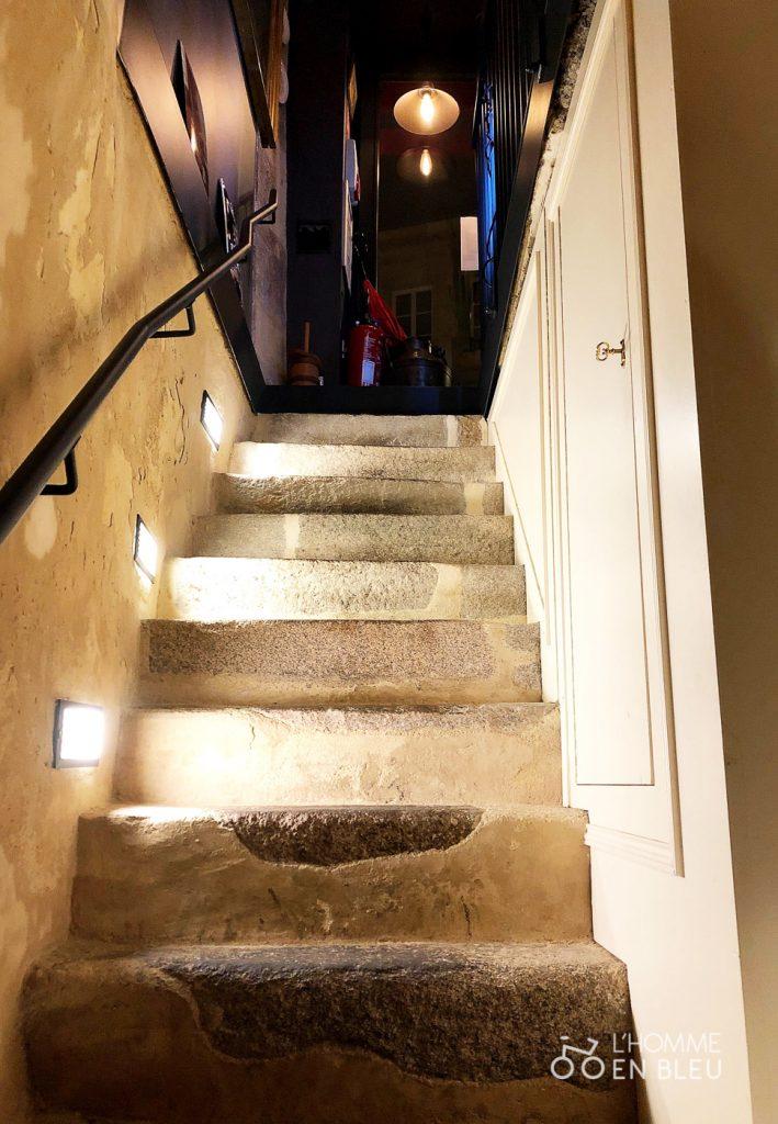 Caseus-restaurant-interieur-escaliers