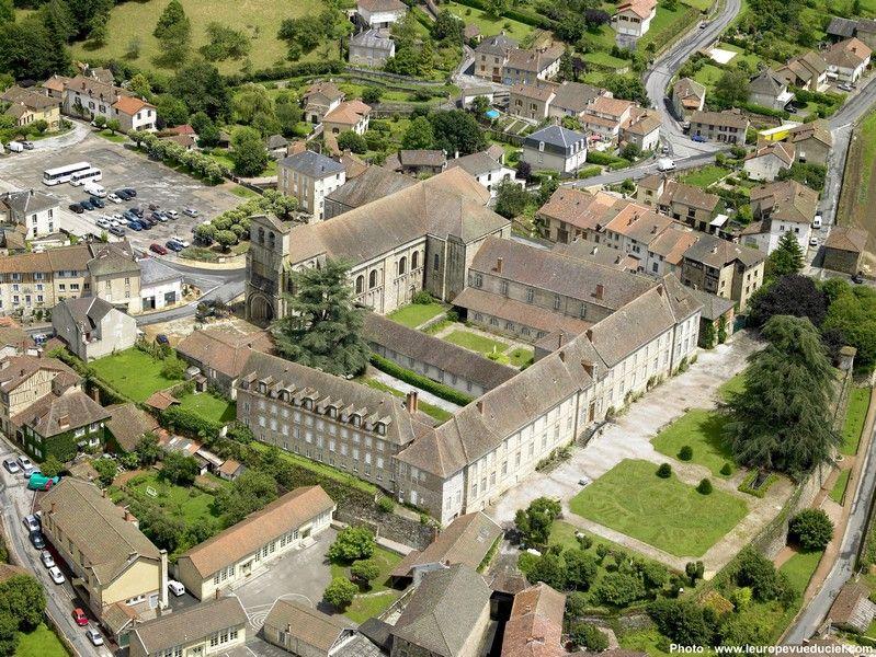 vue-du-ciel-abbaye-de-solignac