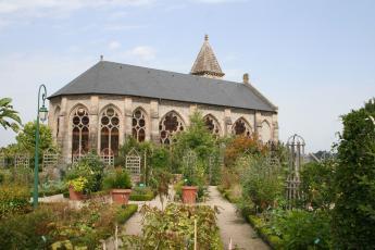 Vue de la chapelle de la Règle depuis les jardins de l'évêché